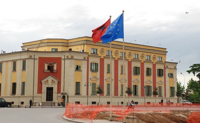 Албанскиот премиер Рама ги укина работните визи за Албанците од Македонија и Црна Гора