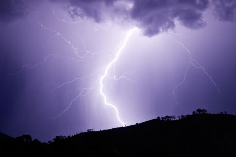 УХМР со вонредна временска прогноза- подгответе се за вистинско невреме во Македонија!