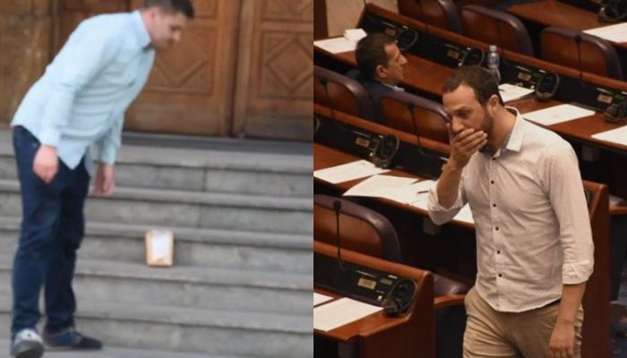 ВМРО-ДПМНЕ му остави цело кило брашно пред Собранието на Павле Богоевски за да го потсети за оставката која се уште на ја дал (ВИДЕО)