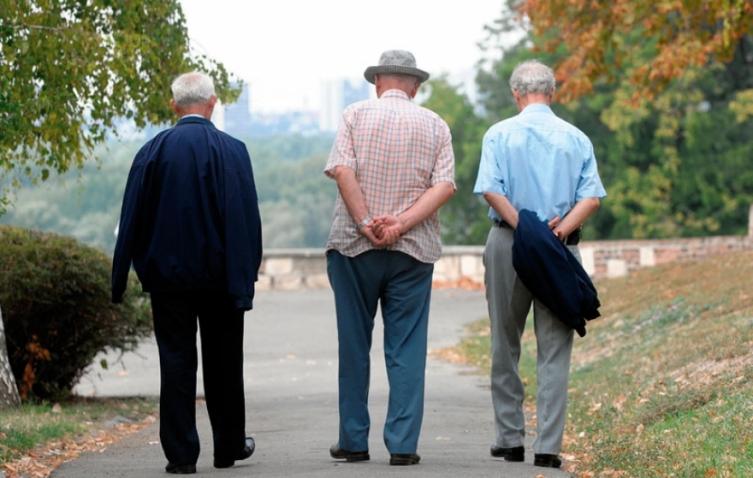 Пензионерите револтирани: Незадоволни од покачувањето на пензиите за 0,4%