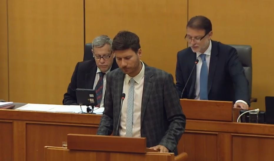 Хрватски пратеник молчеше осум и пол минути на говорницата (ВИДЕО)