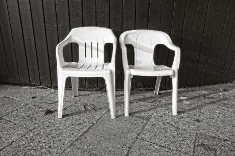 Пластичните столици ќе бидат како нови и нема да пукаат- Ви треба само една намирница
