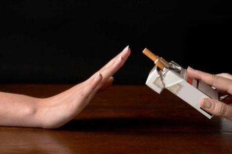 Долгогодишни пушачи ги оставиле цигарите- Напивка која се бори со никотинот