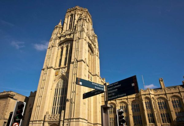 По серија самоубиства, Универзитетот во Бристол нуди часови по среќа