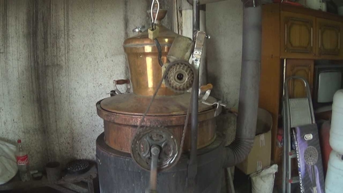 Ракија од јапонско јаболко се прави само во Стојаково