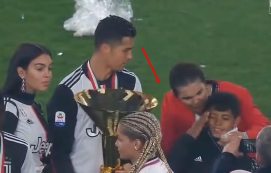 Роналдо го удри синот со пехар (ВИДЕО)