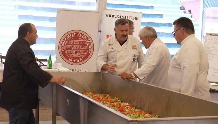 НОВ СВЕТСКИ РЕКОРД: Штип направи шопска салата тешка над 300 килограми