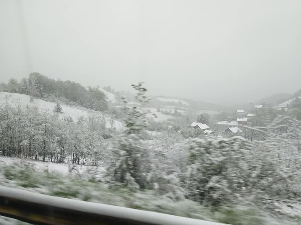 Неверојатна глетка на Ѓурѓовден – зимата се врати во регионот, УХМР со најава за снег и во Македонија (ФОТО+ВИДЕО)