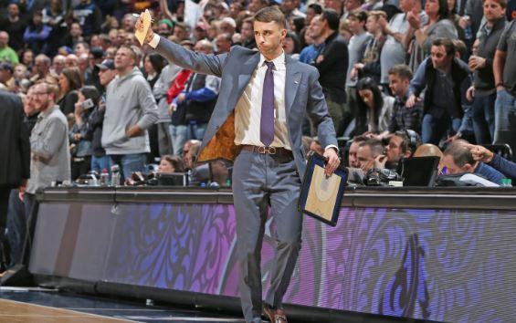 Сондерс официјално тренер на Минесота
