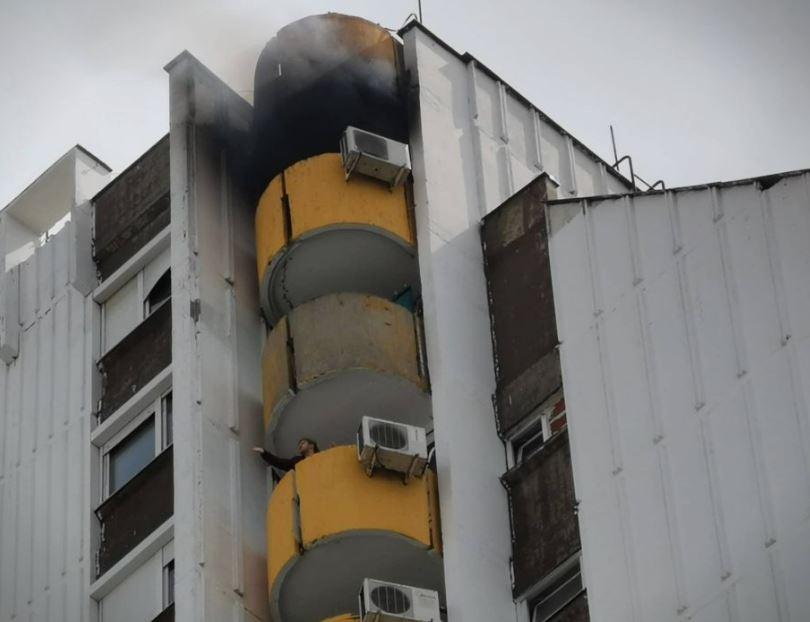 ФОТО: Гори стан во една од трите убавици во Карпош 4