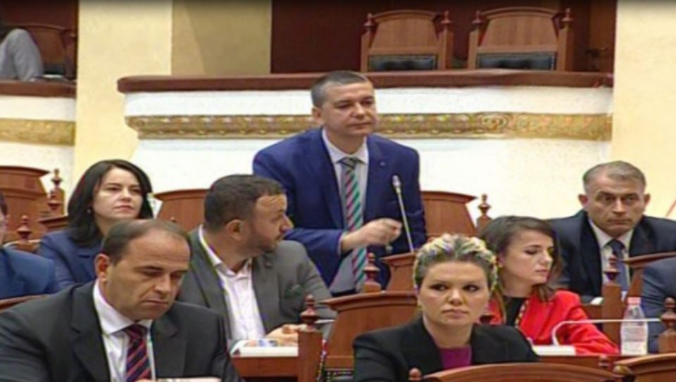 Стерјовски во албанскиот Парламент: Горд сум што сум прв пратеник Македонец од МАЕИ