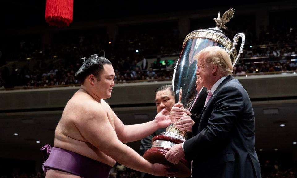 Трамп на сумо борење во Јапонија