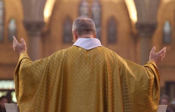 Свештеник обвинет за сексуално вознемирување е ослободен во Ватикан