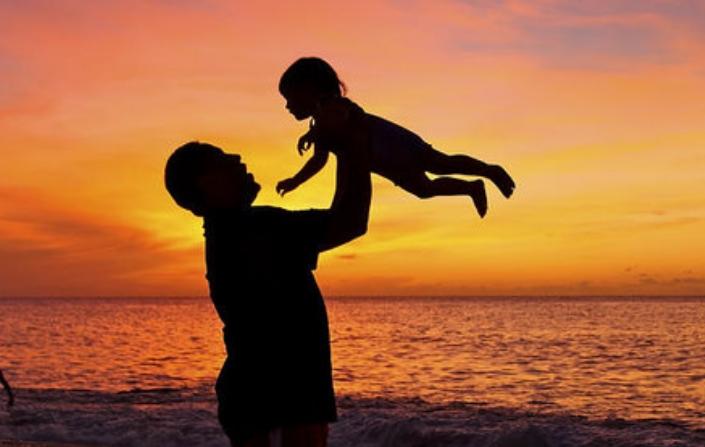Бебињата што личат на своите татковци се поздрави