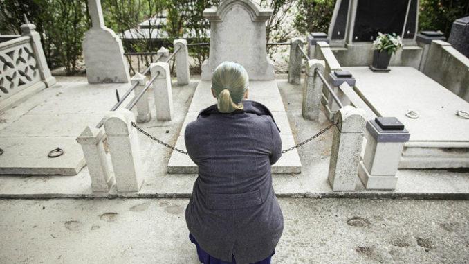 Старица доаѓала на погреби на непознати луѓе, кога роднините ја дознале причината останале шокирани