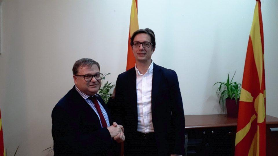 Француската амбасада ги демантира шпекулациите за средбата на Тимоние со Силјановска, истата вечер се сретнал и со Пендаровски