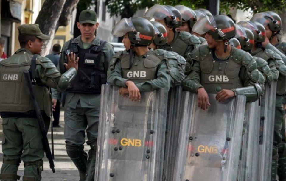 Хаос во Венецуела: Убиени 29 затвореници, повредени 19 полицајци