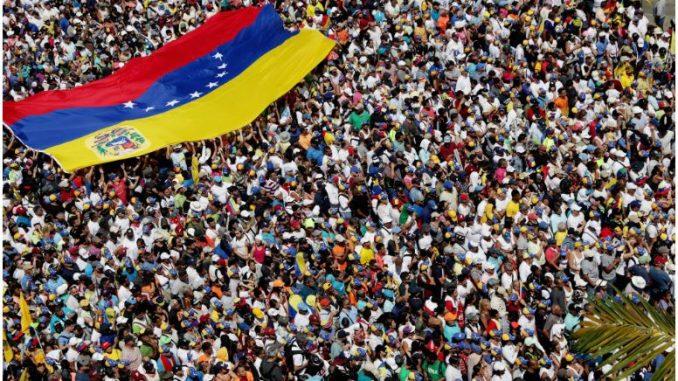 Протестите излегоа од контрола: Петмина загинаа, а 233 лица се приведени во Венецуела