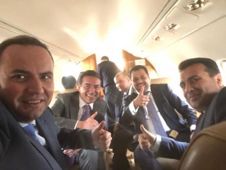 Пандов: Од сликата во авионот пред три години, до денешните изјави за некаква можност, патетични се веќе лагите на Заев