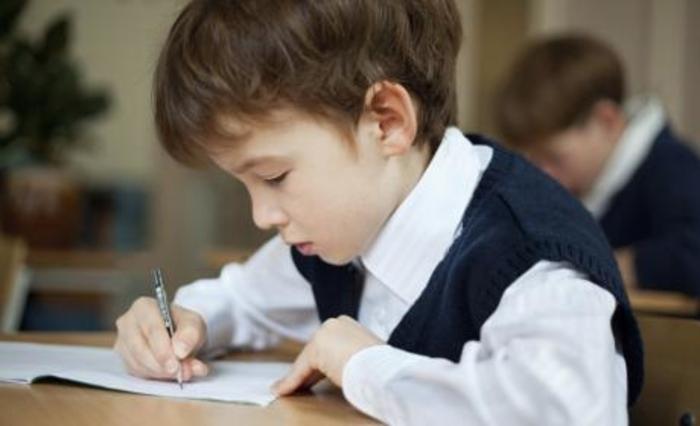 Татко се расплакал кога го видел одговорот на својот син на еден училиштен тест