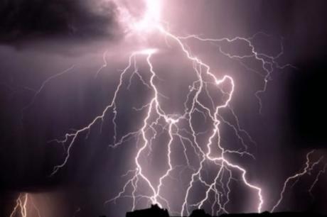 Фотографија од која застанува здивот: Спектакл од молњи на небото над Загреб