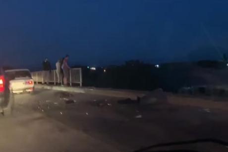 ВИДЕО: Со автомобил пробил заштитна ограда и од мостот паднал на пруга- страшна глетка во Јагодина