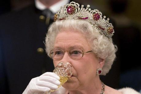 Кралицата Елизабета има 93 години, а одлично се држи- Сега открија како изгледа нејзиното мени