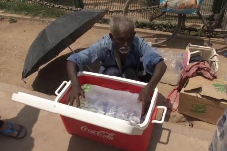 ВИДЕО: Пеколно топло во Индија- топлотниот удар уби 36 лица, температурите се искачија над 50 степени