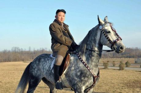 Уште на 11 години шетал со оружје на појас, а бил опседнат и со кошарка- детали за детството на Ким Џонг-Ун