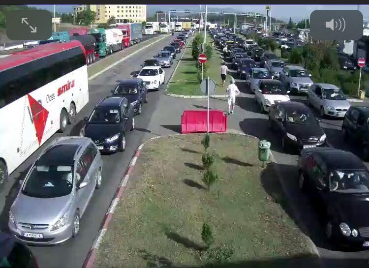 Километарски колони за влез во Грција, се чека и по 40 минути