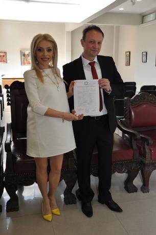 Се породи македонската пејачка- минатиот месец невеста, сега мајка (ФОТО)