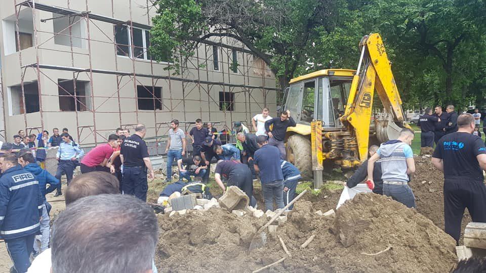 Трагедија во Чаир, двајца починати при отворање на канал