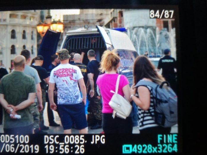 Апсење на скопскиот плоштад, се апсат навивачи на Полска