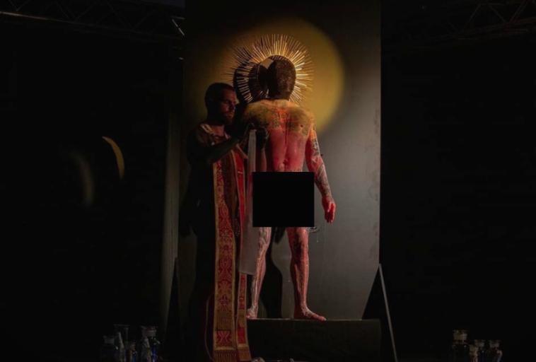 ШОКАНТНИ ФОТОГРАФИИ: На ЛГБТ собирот во Скопје, им ставале полови органи на христијански светци- Фрчкоски и Унковски во публиката
