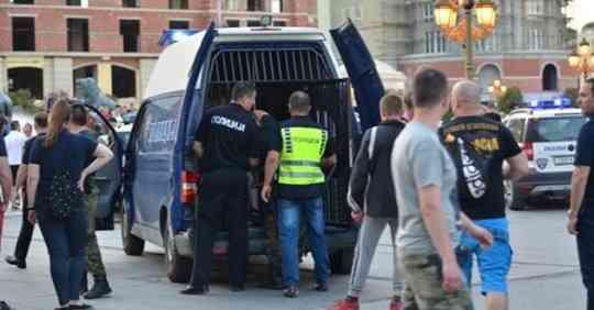 Најнова вест: Полските навивачи тргнаа накај Чаршија, кај Владата се степаа со полиција!