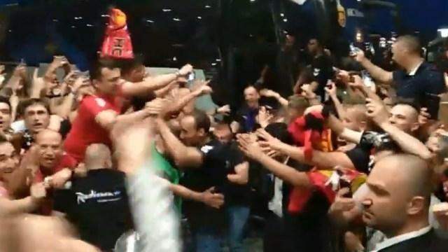 ВИДЕО: Комити го окупираа хотелот на Вардар во Келн, вака се пречекуваат ШАМПИОНИТЕ!!!