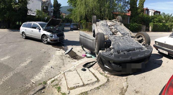 Утрово се преврти возило со три лица во скопски Карпош-  пожарникарите интервенирале на лице место (ФОТО)