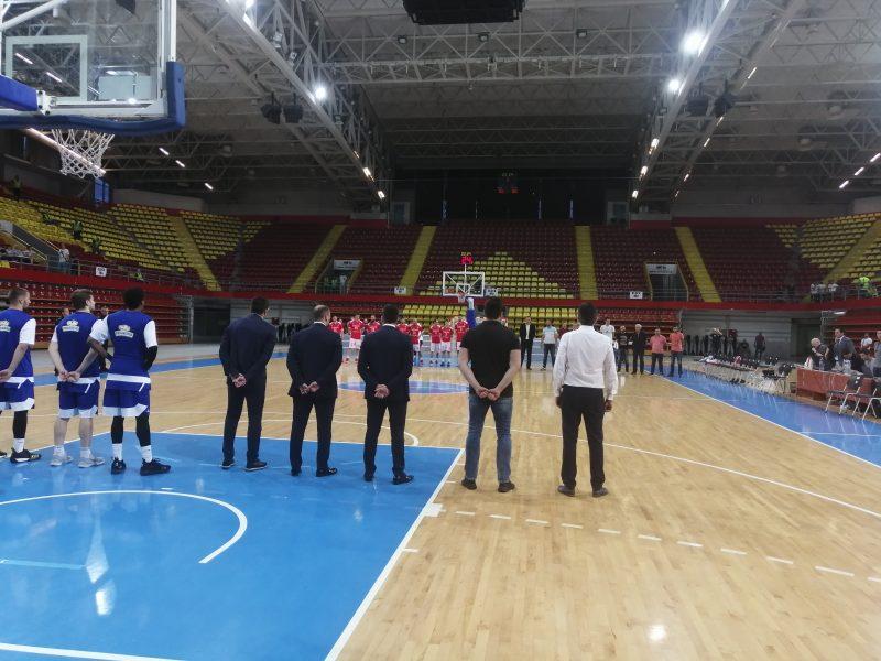 Минута молк во чест на Игор Стојанов