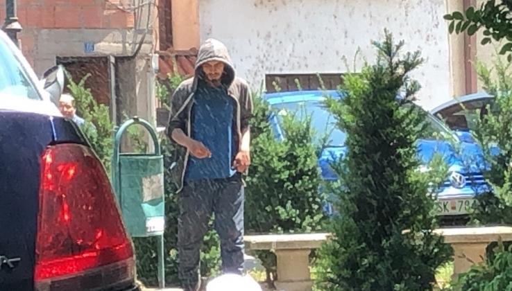 Бездомник една година ги вознемирува жителите во центарот на Скопје- вчера нападнал девојчиња (ВИДЕО)