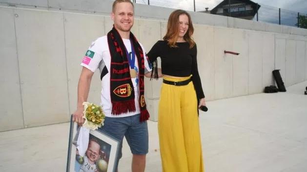 Словенците го пречекаа и го наградија Скубе за европската титула (ФОТО)