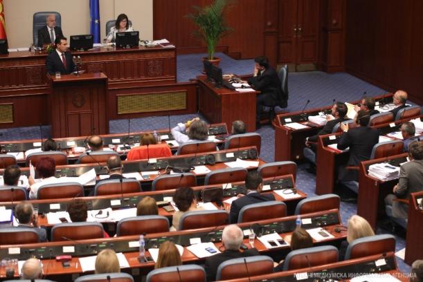 Собранието ги разреши министрите- опозицијата бара оставка од Заев, формирање на техничка влада и предвремени избори во октомври