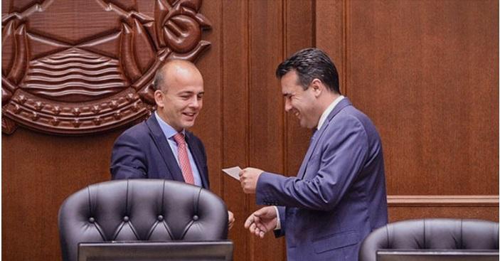 Не баш сите плaчeлe кога си зaминувал Тевдовски: Вработена со жecток одговор на последниот меил на министерот (ФОТО)