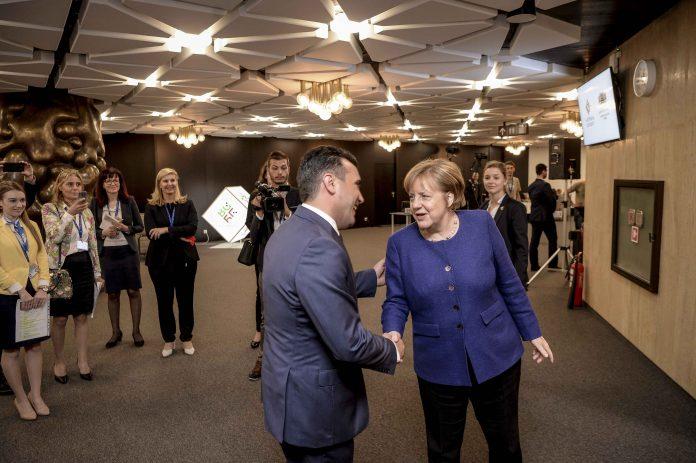 Заев и се закани на Меркел: Ако не испорачате датум, може да го отворите патот за влијание од трети страни