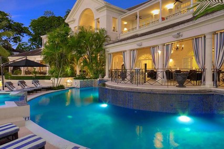 """""""Влезете"""" во луксузната вила на Барбадос во која престојувал принцот Хари"""