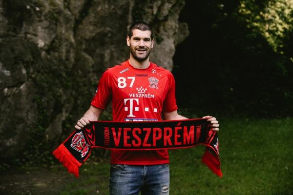 """Чао, Вардар те чека во """"Јане Сандански"""": Борозан и официјално потпиша за Веспрем"""