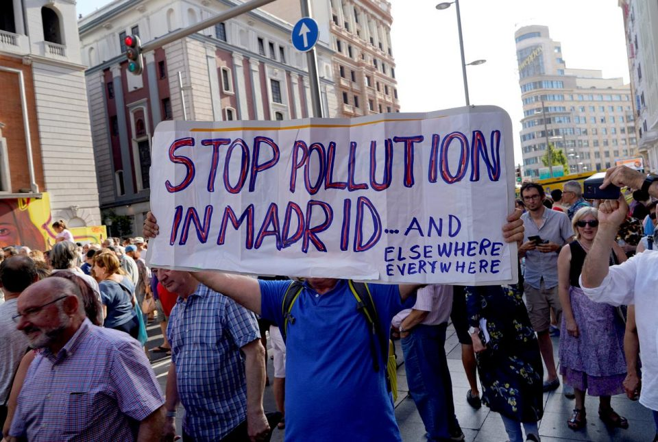 Илјадници демонстранти во Мадрид побараа забрана на автомобили во центарот на градот