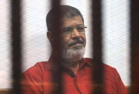 Се онесвести, а потоа се струполи на земјата: Поранешниот претседател на Египет почина среде судење (ФОТО)