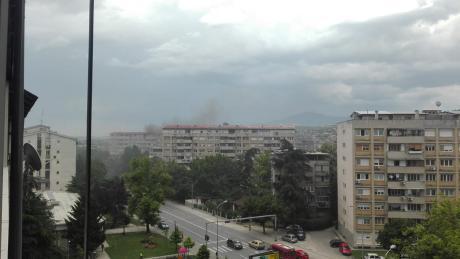 Се слушаат сирени во Кисела Вода- Голем пожар беснее во зграда (ФОТО)
