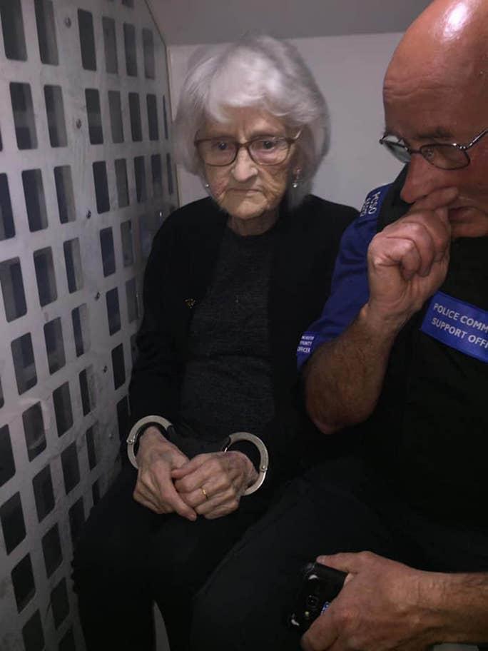 Старица од Манчестер посака да биде уапесени барем еднаш пред да умре- причината ќе ве остави стаписани (ФОТО)