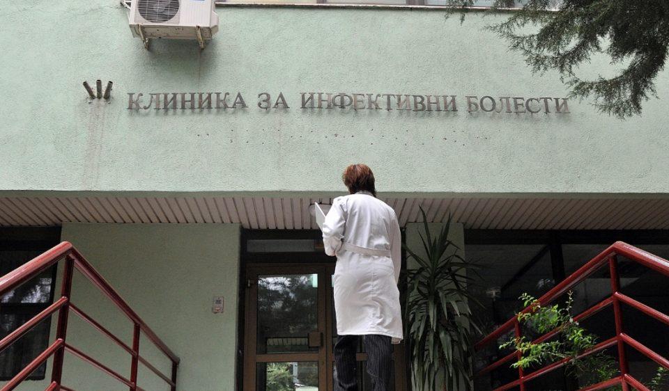 Триесетина вработени во Инфективната клиника заборавени од Филипче: Се уште не ја земале еднократната парична помош